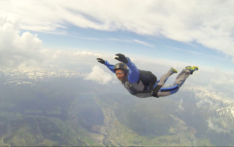 Øystein i fallskjerm